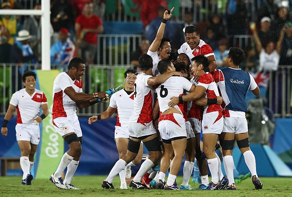 RIO DE JANEIRO, BRAZIL - AUGUST 10:  The team of Japan celebrate after the Men's Quarter-final 2, Match 22 between Japan and France on Day 5 of the Rio 2016 Olympic Games at Deodoro Stadium on August 10, 2016 in Rio de Janeiro, Brazil.  (Photo by David Rogers/Getty Images)
